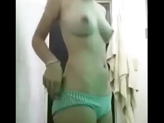 indian girl nude show boob and pussy