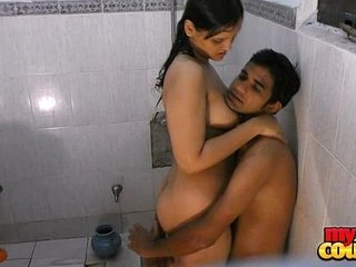 Indian Hot Couple Hardcore Sex In Shower at Hotel - Wowmoyback
