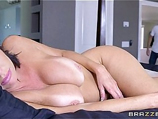 Brazzers - Veronica Avluv - Mom Got Boobs